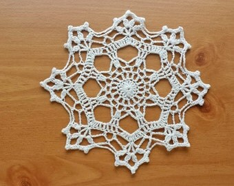 White or Beige Crochet Doily, 7 inch Doily, Shabby Home Decor, Cottage Style Doily, Snowflake Shaped Doily