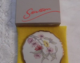 """Stratton Powder Compact; Princess; Signed; Titled, """"Chelsea Garden"""" circa 1950's-1970's   DR156"""