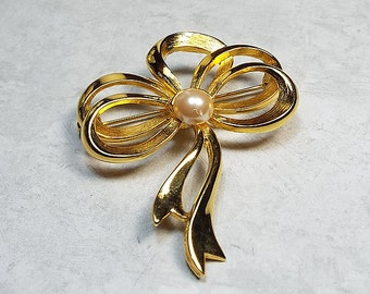 Vintage Brooch, Vintage Pin, Bow Brooch, Bow Pin, Faux Pearl Pin, Faux Pearl Brooch, Gold Tone, Retro Womens, Holiday Jewelry, Tied Bow