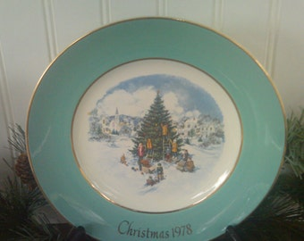 Vintage Avon Christmas Plate 1978