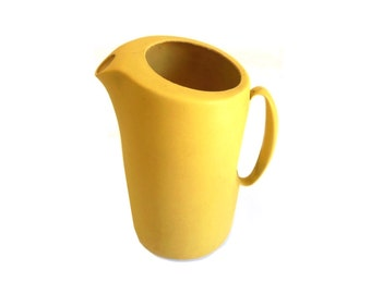 """Rubbermaid Pitcher Plastic Harvest Gold MN2 2992 Retro 1960s 1970s Kitchen (as-is, see """"Item Details"""" & all photos)"""