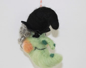 Needle felted witch ornament, felt witch decor with black hat, Halloween ornament decor, halloween display, green witch, felted fall decor