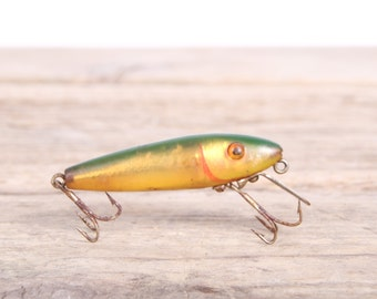 Fishing Lure / Fishing Decor / Vintage Fishing Lure / Green Yellow Plastic Fishing Lure / Plastic Lure / Old Fishing Lure / Fishing Gift