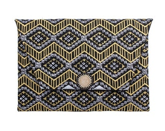 Stunning Clutch With An Embroidered Pattern Fabric (BG306DW-121C29)