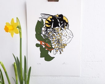 Bumblebee print. Bee and flower print. Archival print. Bumblebee and flower art. Wall art. Floral. Retro print. A5, 14.8x21cm / 5.8x8.3in.