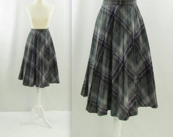 Collegiate Pleated Skirt - Vintage 1970s Plaid Wool Skirt in Grey + Purple - Medium by Tan Jay