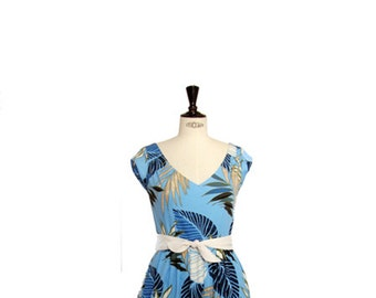 1950s style summer dress, blue flower dress, Hawaiian print, V-neck dress