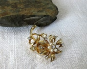 Vintage flower brooch color gold jewelry