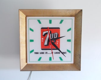 Retro 7Up Light-up Electric Clock