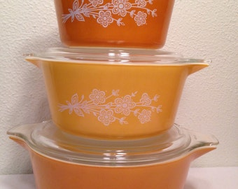 Vintage Set of 3 PYREX Butterfly Gold Nesting Bowl Casserole Dishes w/ Lids, Orange Yellow, Retro Ovenware, Oven-to-Table Cookware, Nice!!