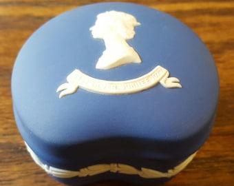 Queen Elizabeth II Wedgewood Jasperware 1977 Silver Jubilee Commemorative Trinket Box