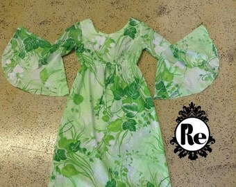 Vintage Dress 1960's Tropical Green and White Hawaiian Print Maxi Dress with Flared Arms and Zipped Back Brand BJ's Fashion No. 15