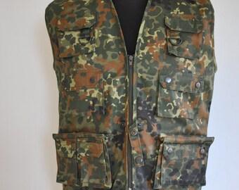 Vintage CAMO ARMY VEST , hunter's vest......
