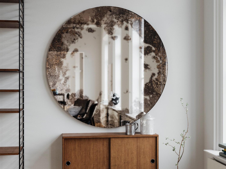 Sans cadre miroir ancien. Rond suspendu miroir mural réalisé