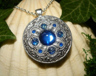 Oceans Pathfinder - fantastic handmade Amulet with Faux Opals