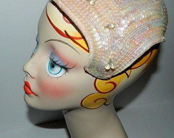 Vintage 1920s Hat / Light Pink Velvet Sequined and Glass Beads 20s Headpiece