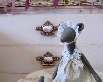 Stuffed mouse toy Primitive mice Farmhouse kitchen decor Primitive mouse Soft toys Girls toys Country mouse in the bonnet Country kitchen