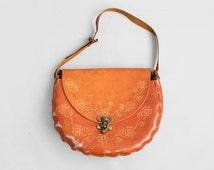 70's Tooled Leather Bag // Vintage 1970's Boho Shoulder Bag // Mexican Southwestern Purse // Floral Leather // Saddle Bag