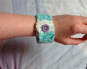Green Bracelet Cuff, Green Wrist Cuff, Fashion Bracelet, Fashion Cuff, Hand Knit Bracelet, Hand Knit Jewelry, Yarn Jewelry, Gift for Her