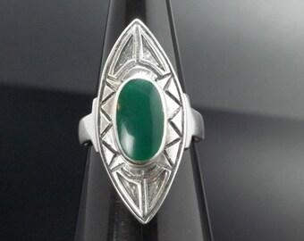 Green Chrysoprase  Sterling Silver Ring Size 8 Vintage