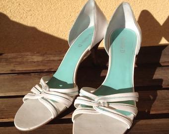 Bridal Shoes, White sandals, White Shoes, Size 9 shoes, open toe white shoes, Michelle D white shoes, wedding shoes sandals, brides shoes