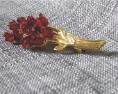 FREE SHIPPING Vintage red rose bouquet brooch with gold tone metal decor. Very pretty original gift idea, unique jewelry.