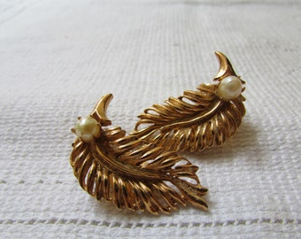 Vintage  leaves or feathers with pearl accent 60's  clip on earrings prom, wedding bridal