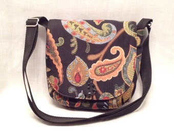 Adult purse: Small purple with a multicoloured paisley print