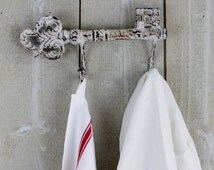 Vintage skeleton key holder. Cast iron. Skeleton key coat rack. White paint. Wall hanger. Wall hook. Organizer // D76