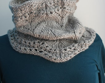 Gray collar knitted by hand