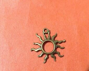 5 pieces Brass fiery sun charms