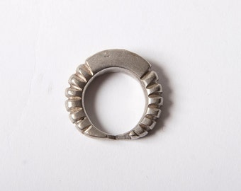 Ribbed vintage African ring US size 8