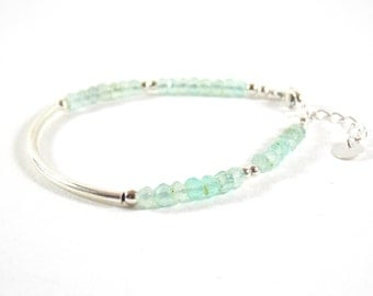 Bracelet 925 half-ring and faceted gemstones of chalcedony.