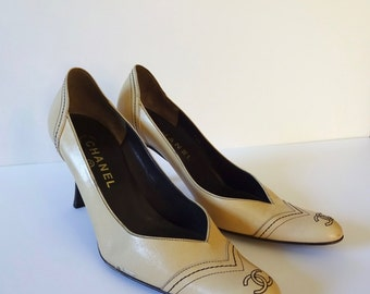 Vintage 1980's Chanel Authentic Pumps Heels Leather Italy 39 1/2 Size 9.5 Beige