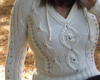 Studded Cable Knit hooded v-neck sweater Womens size medium
