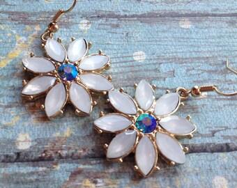 White Flower Earrings with Blue Rhinestone, Gift Ideas, For Her, Jewelry, Earrings, Flower Earrings, White Earrings