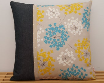 Housse de coussin, petites fleurs bleues, jaunes et blanches / Pillow, cushion cover, little flowers blue, yellow and white