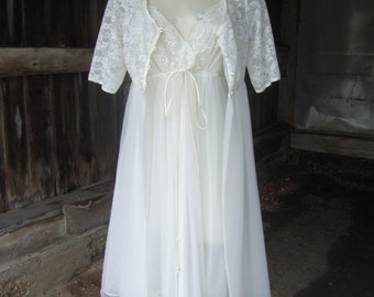 Vintage 1960's White Lace and Chiffon Sweet Peignoir Set by Vanity Fair * Size Small