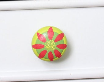 Hand Painted Knob- Daisy Drawer Knob- Floral Bureau Knob- Daisy Bureau- Painted Drawer Pull- Custom Bureau Knob- Floral Knob- Floral Bureau