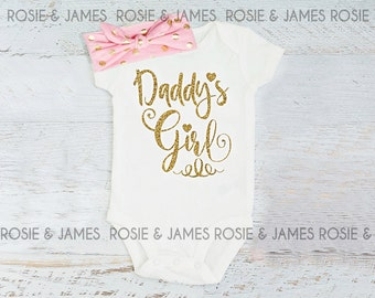 Baby girl clothes. Baby Shower Gift. Baby Girl Shirt. Baby Girl Outfit. Daddys Girl bodysuit. Glitter Shirt. Newborn Outfit. Baby Gift
