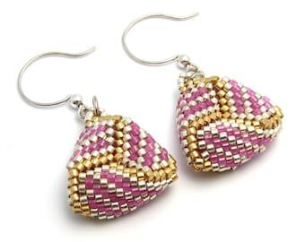 Lavender earrings - beaded triangle earrings - beaded earrings - peyote stitch earrings - seed bead earrings - bead woven earrings
