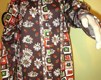 1970s Hippie Graphic Polyester  Shirt.  Boho Polyester Shirt.  Floral Polyester Shirt. Bold Graphic Print Polyester Shirt.