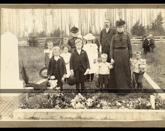Vintage Photo Worthen Family in Cemetery Visiting IOOF Grave / Bicycles Horses