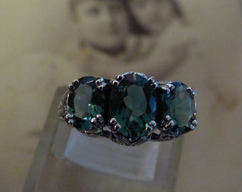 Lovely Sterling Silver Emerald 3 stone filigree  Ring  Size 6.75