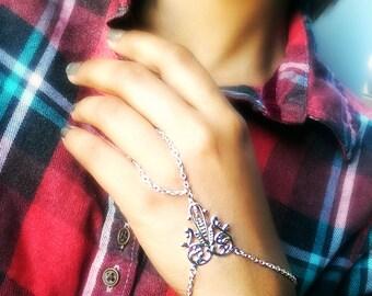 Silver Heart Slave bracelet, bracelet ring, ring bracelet, hipster bracelet, slave bracelet, slave ring, boho hand chain, Hand flower