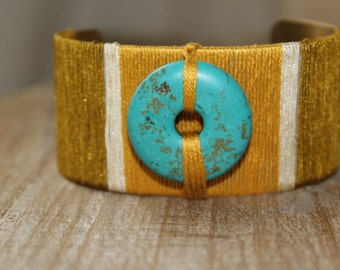 Bracelet cuff, son of jade and embroidery threads, and drive bi in turquoise