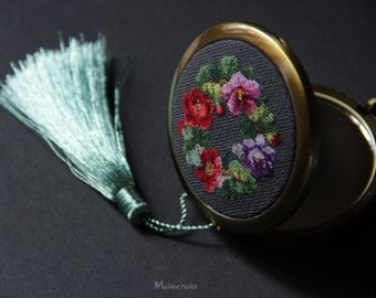 Compact makeup mirror with microembroidery and metallic tassel/elegant pocket mirror/flower hand embroidery/vintage style mirror/art nouveau