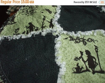 Sale Clearance !!!! Round Toile Rag Quilt Placemats  Country Quilts Primitives Table Linens Green Black Cotton Set of 4
