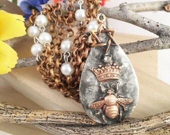 Star of David Crown Bee Necklace, Jewish Pendant Necklace, Jewish Star Queen Bee Necklace, Jewish Jewelry, Jewish Princess Necklace