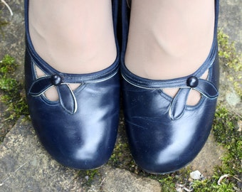 Vintage 1940s 40s Navy Blue Leather Pumps Shoes UK 4 US 6.5 high heel bow detail pinup